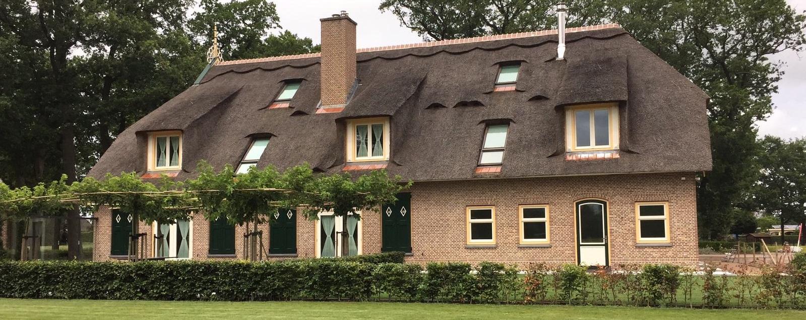 rieten-dak-woonboerderij-vervangen